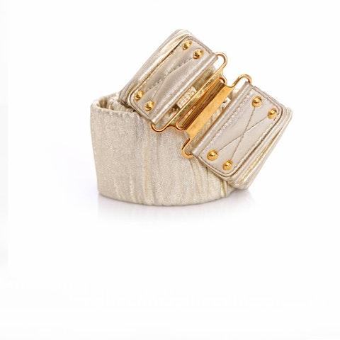 Gold leather wrinkled belt.