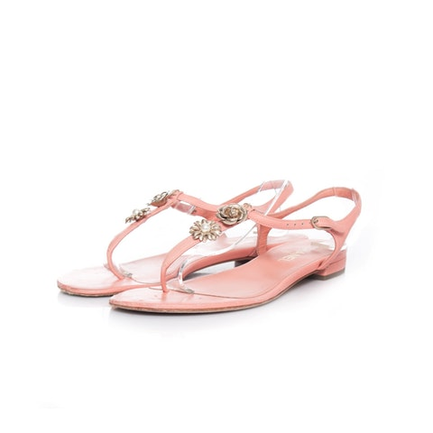 T-strap sandals with camellia.