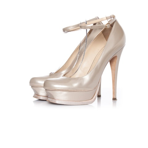Off White Pearl Leather Tribute Pump SIZE: 40